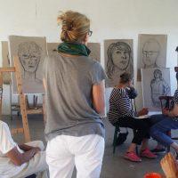 Målarskola grundläggande utbildning har genomgång av självporträtt