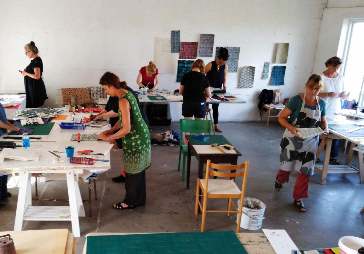 Pappersvekstad i ateljén på Lövkullen